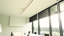 Automatisatie vergaderzaal met beamer, projector, scherm, zonwering